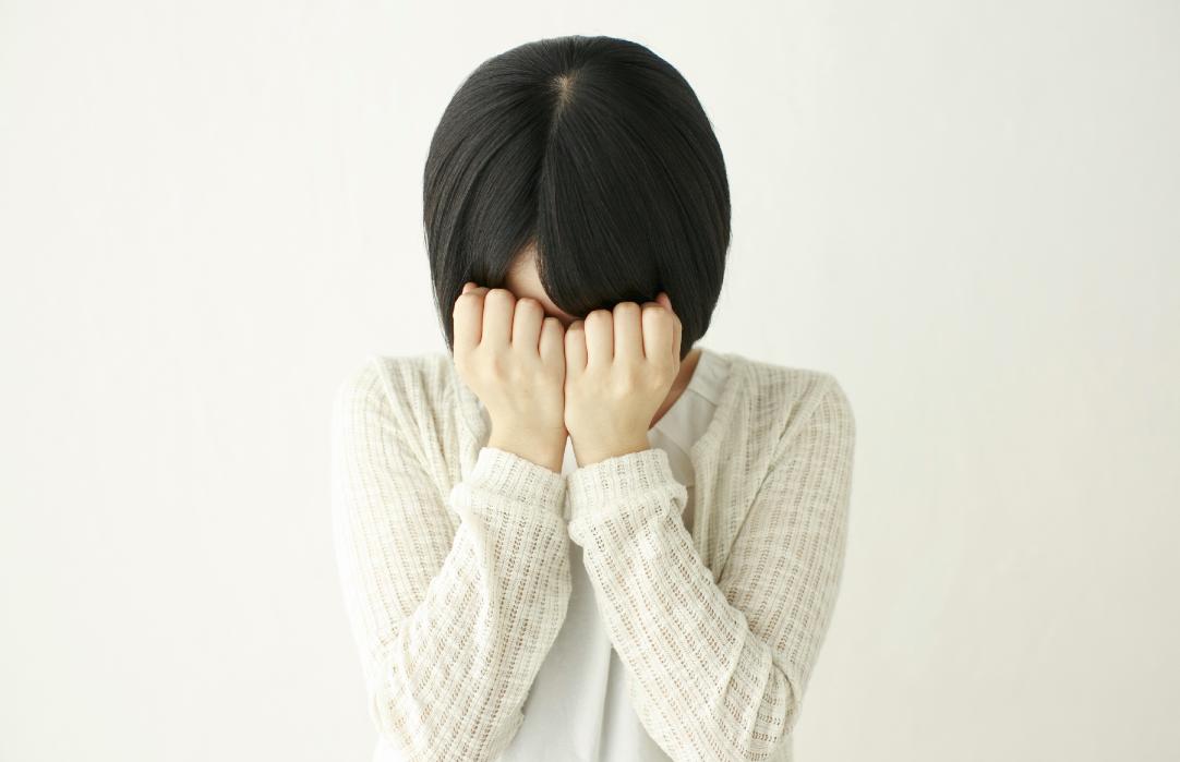 「泣きながら起きた…」悲しい夢を見る意味とは?