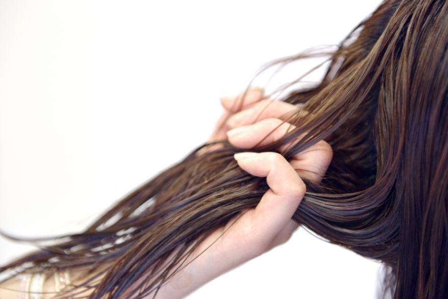 「禿げる」「髪が抜ける」「かつらを被る」など、髪関連の夢の意味とは?