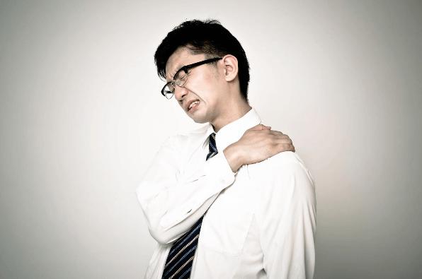 ストレスが原因で肩こり?心理と体の関係性とは