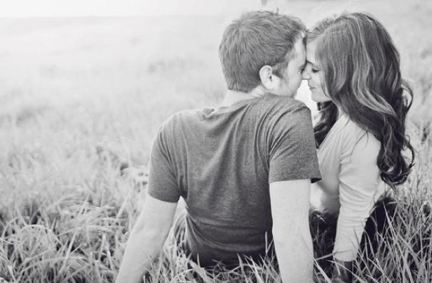 「私に興味ないの?」一緒に寝ているのに手を出してこない男性の特徴・心理とは